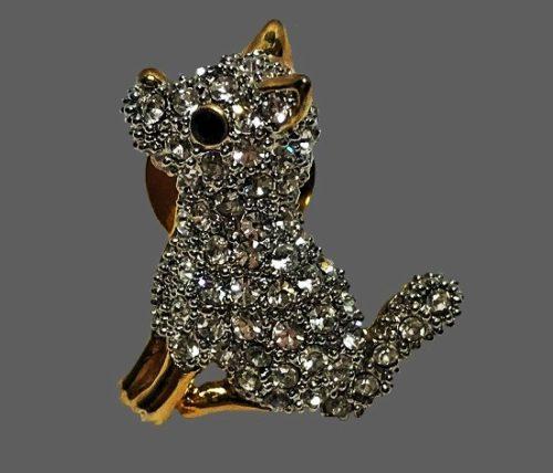 Dog lapel pin. Gold tone, crystals