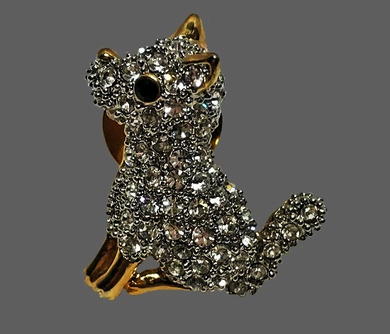 Dog lapel pin. Gold tone, crystals
