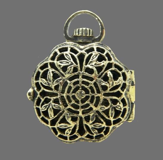 Filigree openwork locket pendant of gold tone