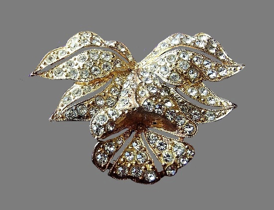 Gold tone clear rhinestones flower brooch