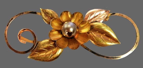 Green flower brooch. 1940s. 12 K gold filled