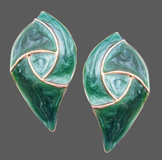 Green marble like texture stud earrings. 1970s