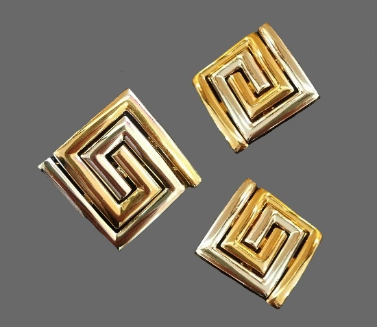 Labyrinth shaped clip pin and earrings of gold tone