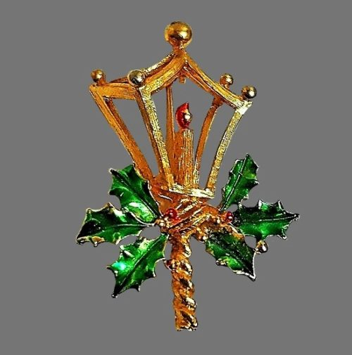 Lantern Christmas theme brooch of gold tone