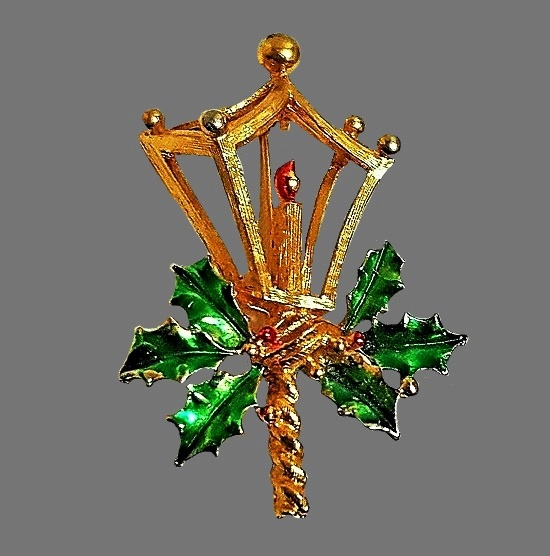 Lantern Christmas theme brooch of gold tone