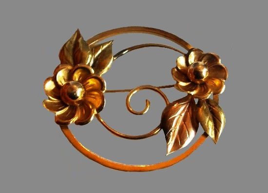 Yellow gold tone flower round shaped brooch, 12 K gold filled