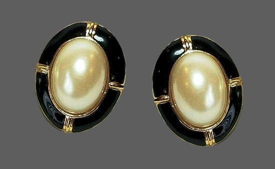 Black enamel gold tone pearl cabochon oval shaped clip on earrings