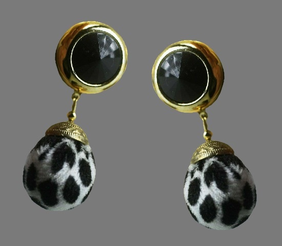 Black white spotted dangling earrings of gold tone