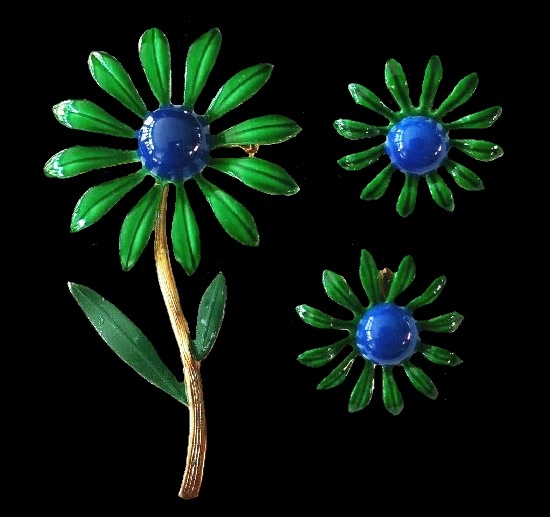 Blue and green enamel daisy brooch and earrings. Goldtone metal