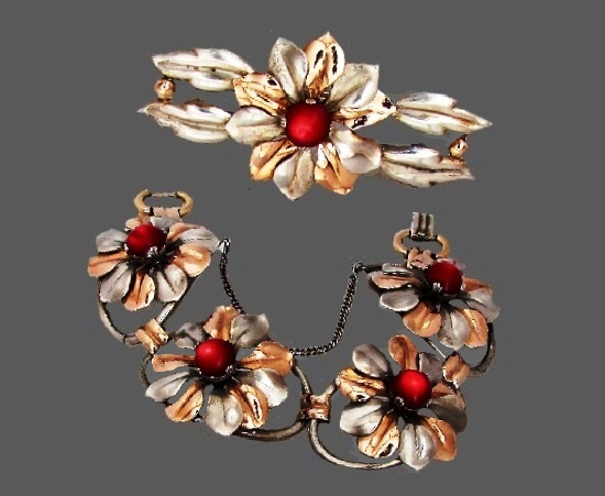 Bracelet and brooch of floral design. Sterling silver, gold plated, cabochons. Before 1950