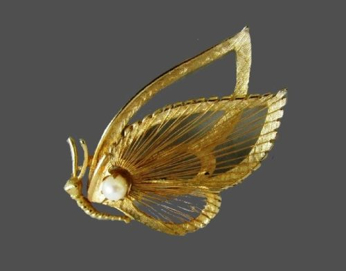 Butterfly brooch pin. Gold tone wire work