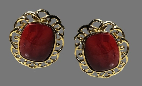 Carbon clip on earrings of gold tone