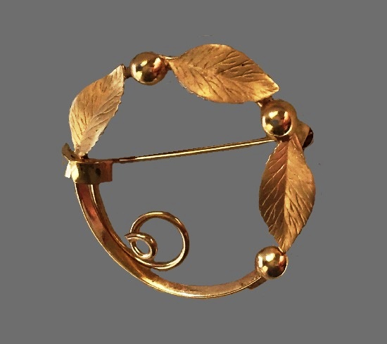 Circular Leaf Pin Brooch. 12 K gold filled