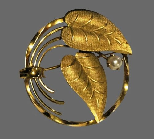 Double leaf wreath pin brooch. Gold filled, faux pearls