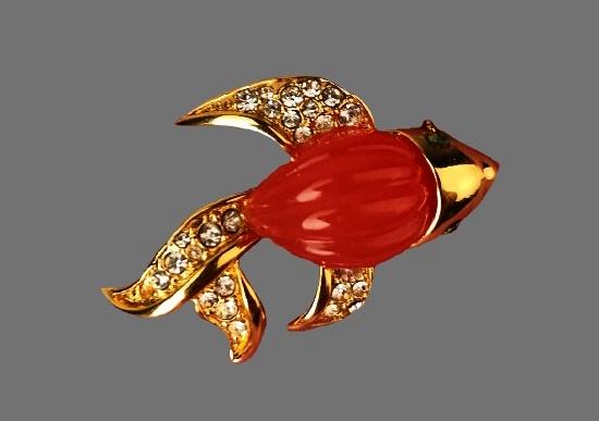 Fish brooch. Gold tone alloy, art glass, lucite, rhinestones. 3.5 cm. 1980s