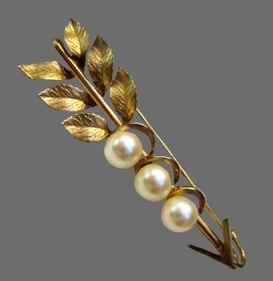 Floral design genuine pearl gold filled brooch. 1950s