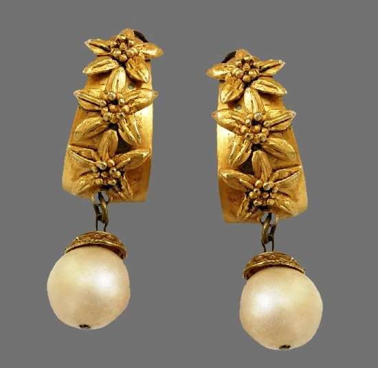 Floral design gold tone faux pearl dangle earrings