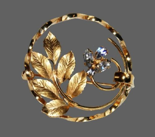 Floral wreath pin brooch. Gold filled, rhinestone