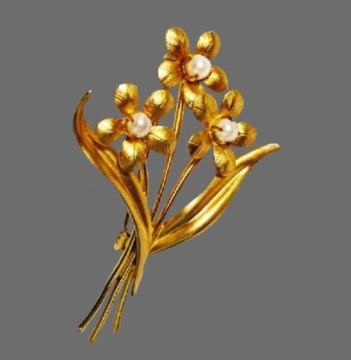 Flower Brooch. 12 K gold filled, faux pearls. 1960s