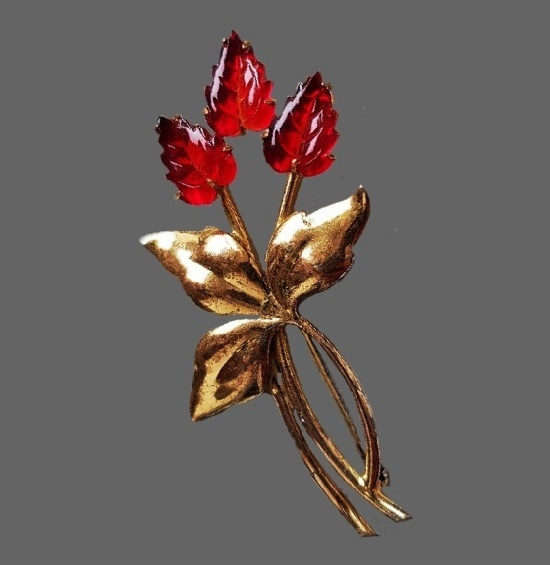 Flower brooch. Sterling silver, gold plated, art glass. 1940s