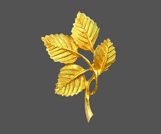 Four-leaf branch brooch of gold tone