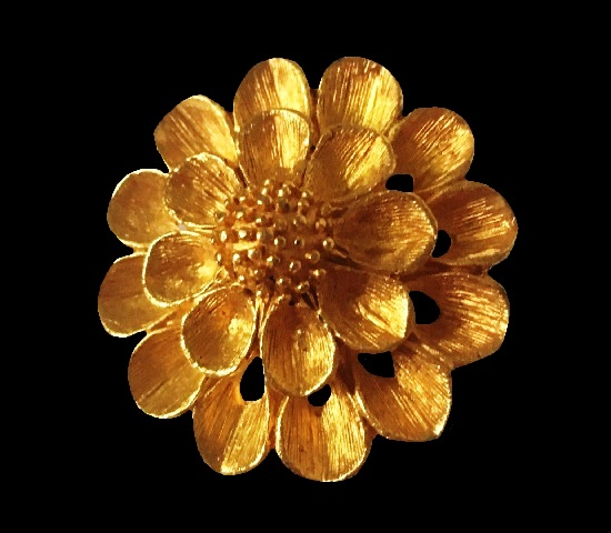 Gold tone Flower pin clip