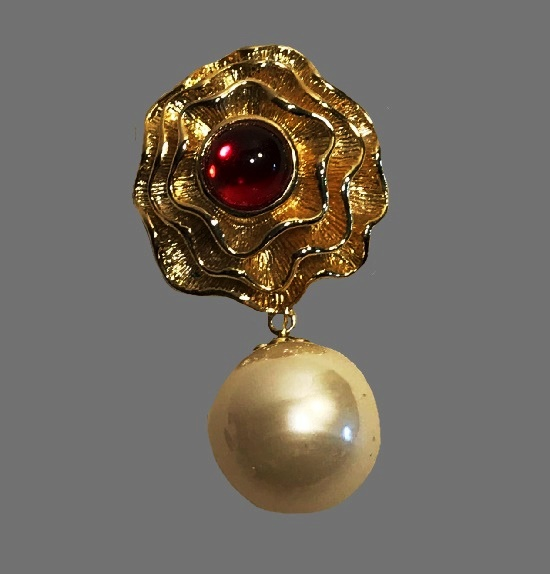 Gold tone flower dangling faux pearl red cabochon brooch