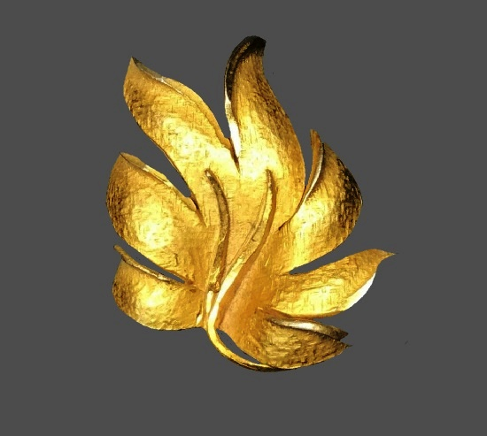 Gold tone leaf brooch