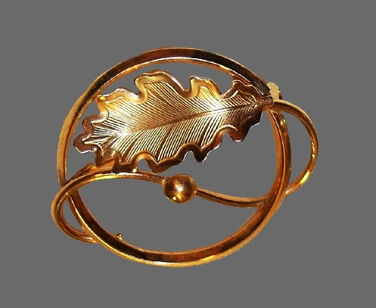Gorgeous circle leaf brooch. Textured metal, 12 K gold filled