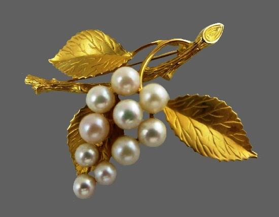 Grape brooch. 12 K gold filled, faux pearls
