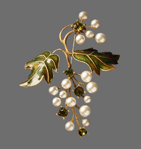 Grape brooch. Gold tone metal, faux pearls, crystals, enamel. 6.5 cm. 1990s