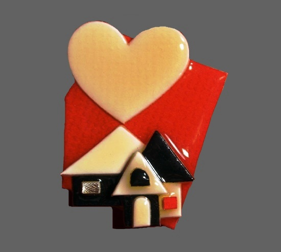 Heart house lucite pin. 5.5 cm, 1960s