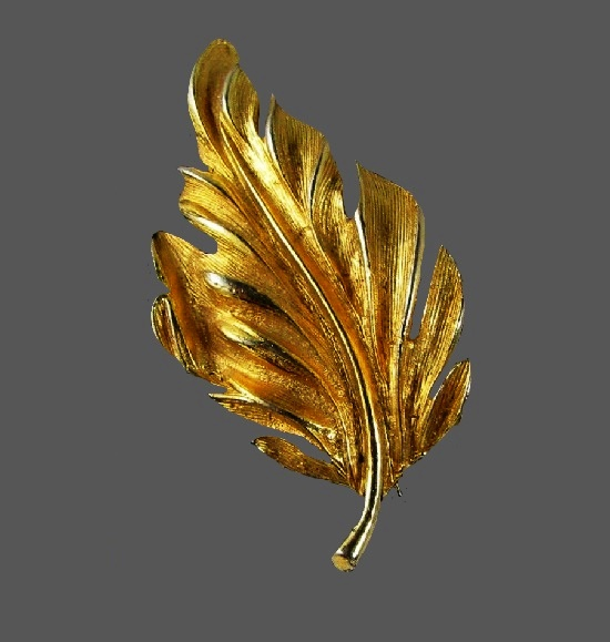 Leaf brooch. Brushed gold tone metal