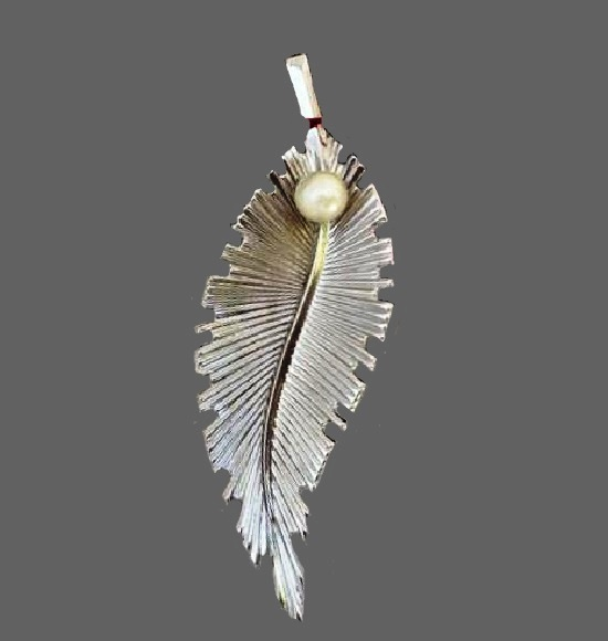 Leaf pin. Sterling silver, faux pearl. 1930s