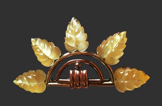 Leaves dress clip. Gold plated sterling silver, art glass. 1940s