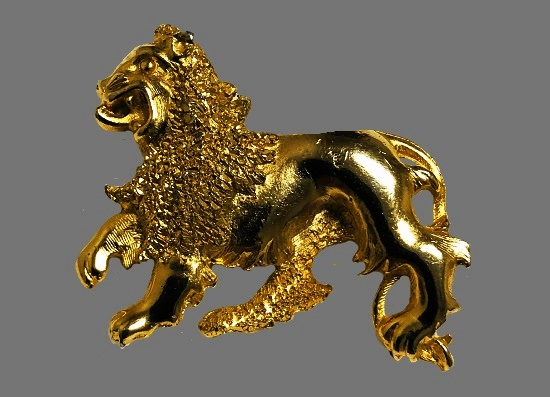 Leo zodiac sign brooch of gold tone