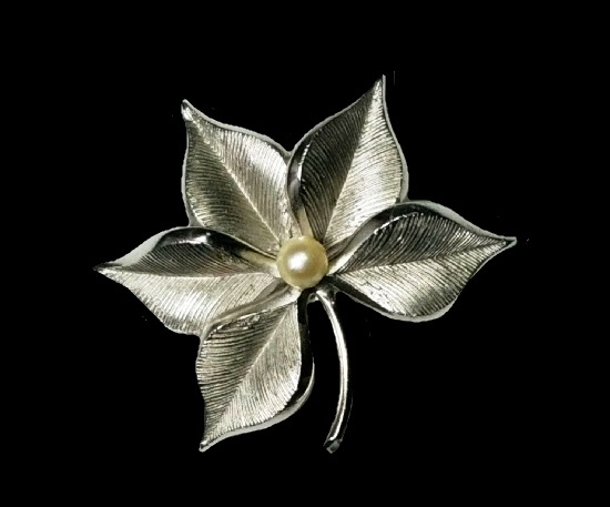 Maple leaf brooch pin. Sterling Silver, Faux Pearl