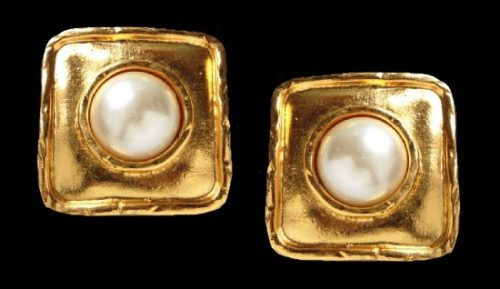 Matte gold clips with faux pearl. 3.3 cm, 1980s