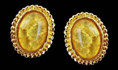 Oval shaped earrings. Gold tone, glass cabochon