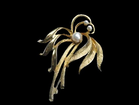 Palm tree brooch pin. Textured gold tone metal, faux pearls