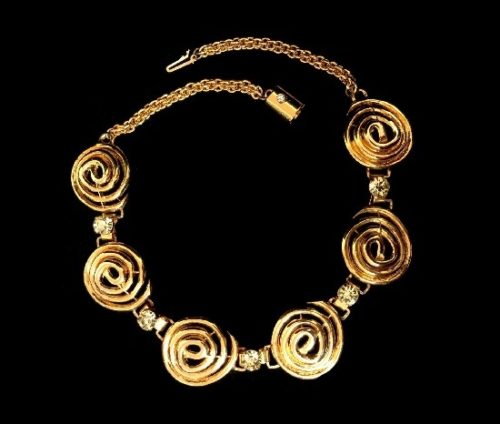 Peridot Crystal Swirl Link gold tone necklace