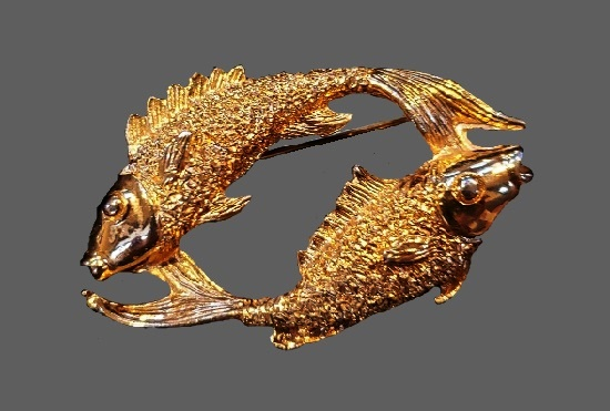 Pisces Zodiac sign brooch pin of gold tone