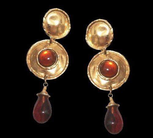 Runaway dangling earrings. Gold tone metal, Gripoix glass