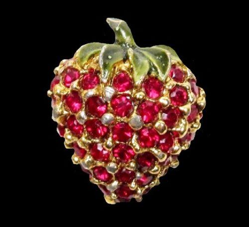 Strawberry brooch. Gold tone metal, rhinestones, enamel
