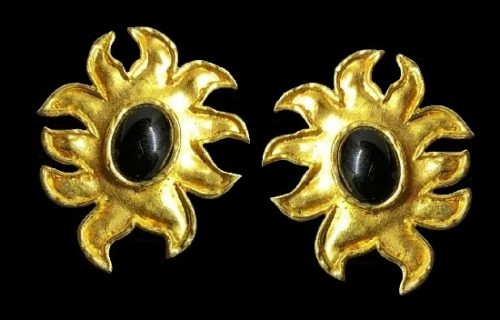Sun clip on earrings. Gold tone, black cabochons