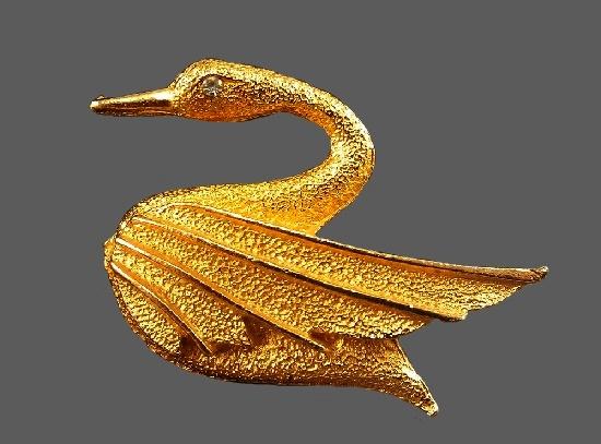 Swan brooch. Gold tone metal. 4.3 cm. 1960s