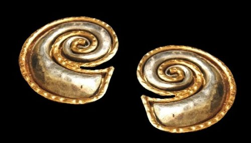 Swirl shaped earrings. Gold and silver plated hammered metal
