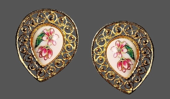 Teadrop shaped filigree earrings. Gold plated, painted porcelain. 1960s