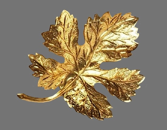 Textured gold tone leaf brooch