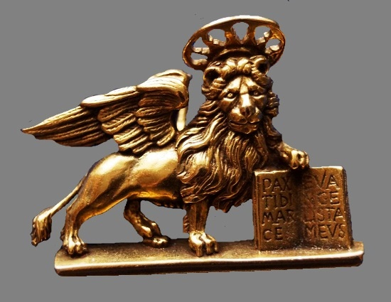 The Lion of St. Mark brooch. Gold tone. 3.6 cm, 1985